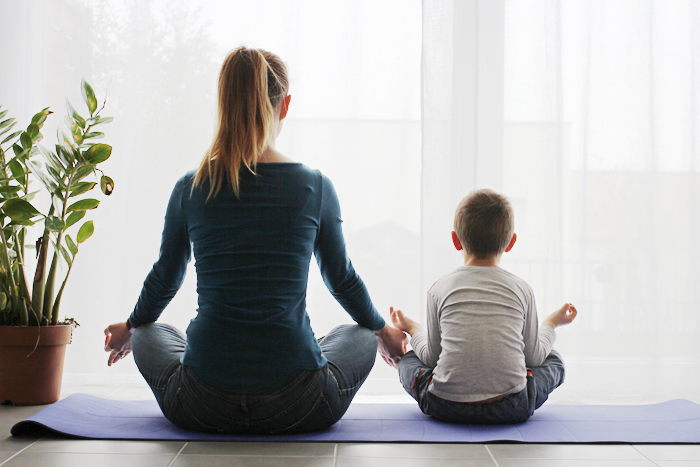 meditation parent enfant moment de bonheur