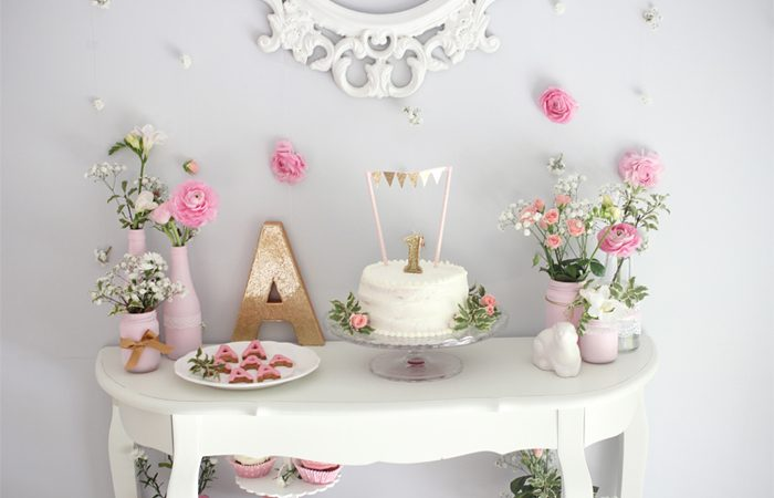 Sweet table d'anniversaire rose 1 an
